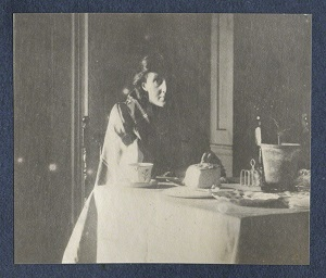 Virginia Woolf photographed by Lady Ottoline Morrell circa 1917